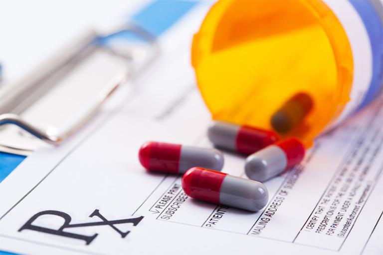 Sử dụng thuốc kháng sinh trị viêm nướu răng theo chỉ định và sự hướng dẫn của bác sĩ hoặc dược sĩ chuyên môn