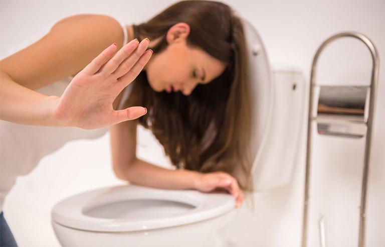 Tạm ngưng việc sử dụng thuốc kháng sinh trị viêm nướu răng nếu cơ thể xuất hiện bất kỳ tác dụng phụ nào