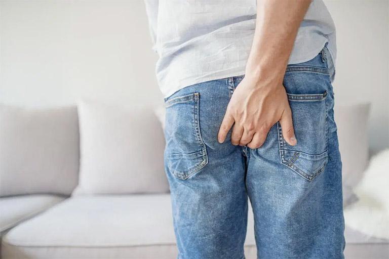 Bệnh trĩ là một trong những biến chứng nếu nam giới thường xuyên kiềm hãm vấn đề xuất tinh khi giao hợp