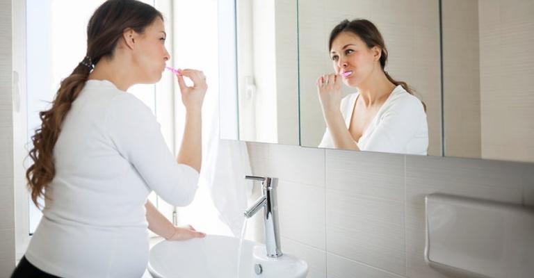 Chú ý vệ sinh răng miệng trong thời kỳ mang thai là cách phòng và hỗ trợ điều trị đau răng.