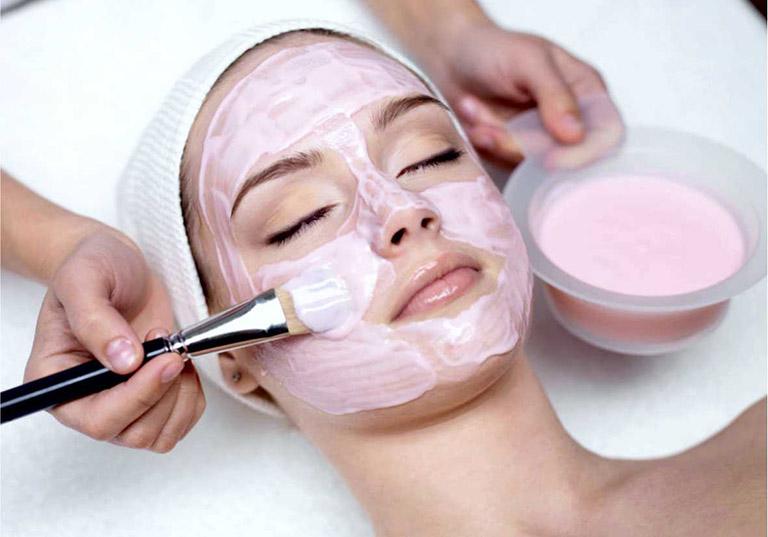 Sử dụng mặt nạ từ thiên nhiên để dưỡng da và điều trị mụn trứng cá