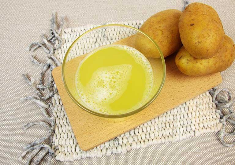Khoai tây có chứa nhiều thành phần vitamin C và một số khoáng chất có tác dụng phá hủy sự tích tụ sắc tố melanin
