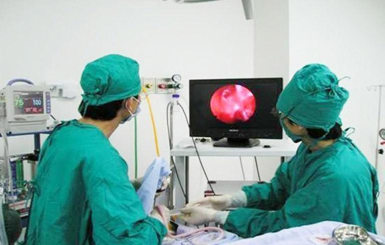 Một ca mổ nội soi u lạc nội mạc tử cung