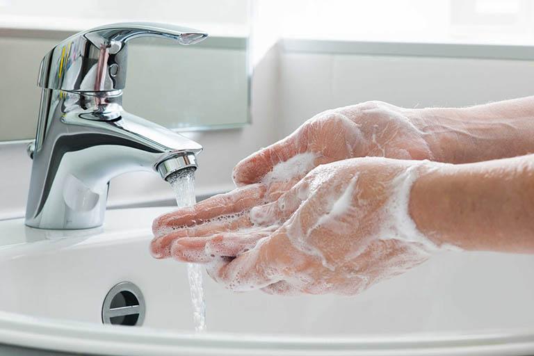 Vệ sịnh tay sạch sẽ