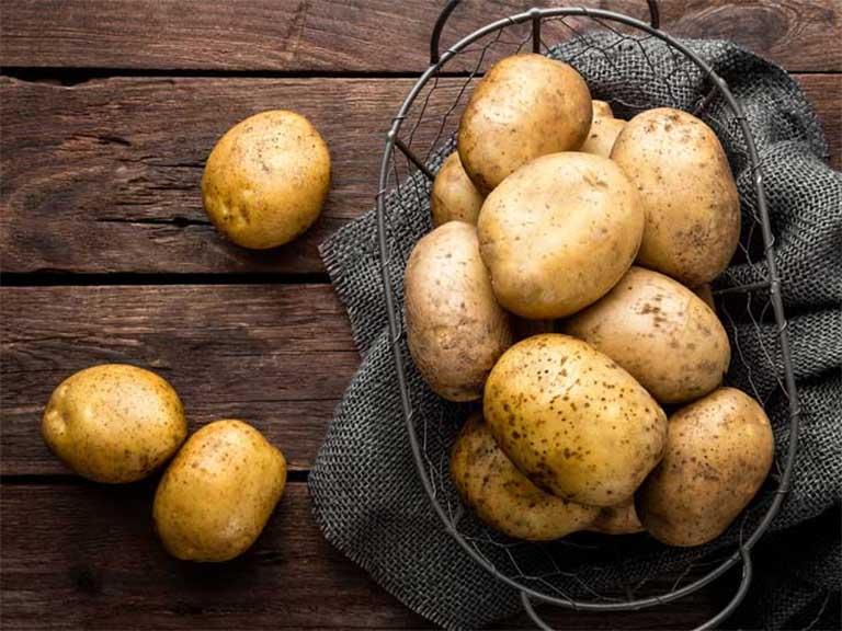 Thành phần vitamin C trong khoai tây có tác dụng chống oxy hóa, ngăn ngừa tình trạng lão hóa da, cải thiện các sắc tố trên da