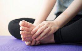 Ngồi lâu bị tê chân có thể là dấu hiệu của bệnh lý.