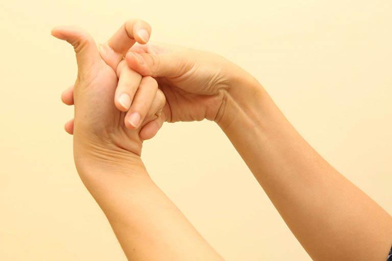 Hạn chế thực hiện các thói quen có hại cho xương khớp