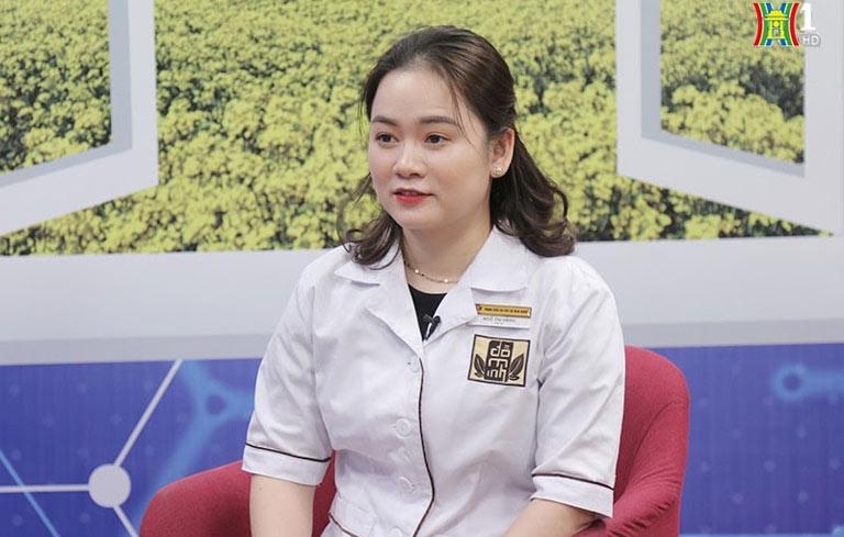 """Bác sĩ Ngô Thị Hằng xuất hiện trên chương trình """"Vì sức khỏe của bạn"""" với vai trò cố vấn y khoa"""