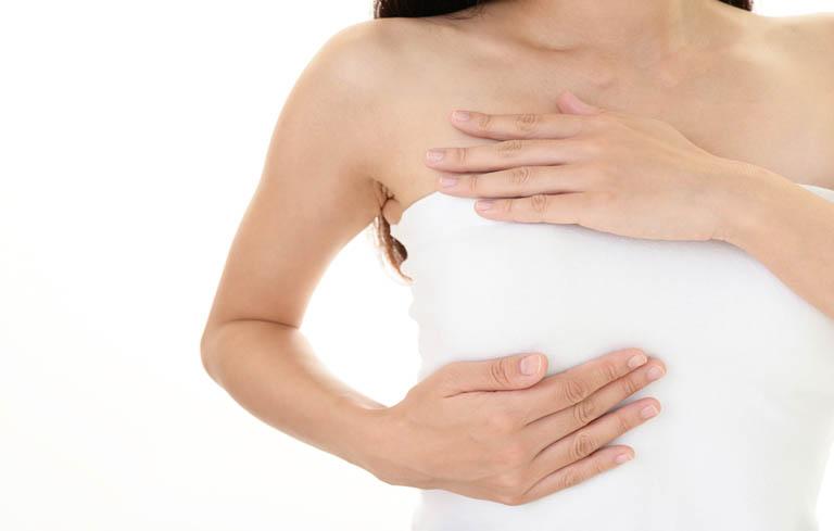 Ngực căng cứng khi vào thời kỳ rụng trứng