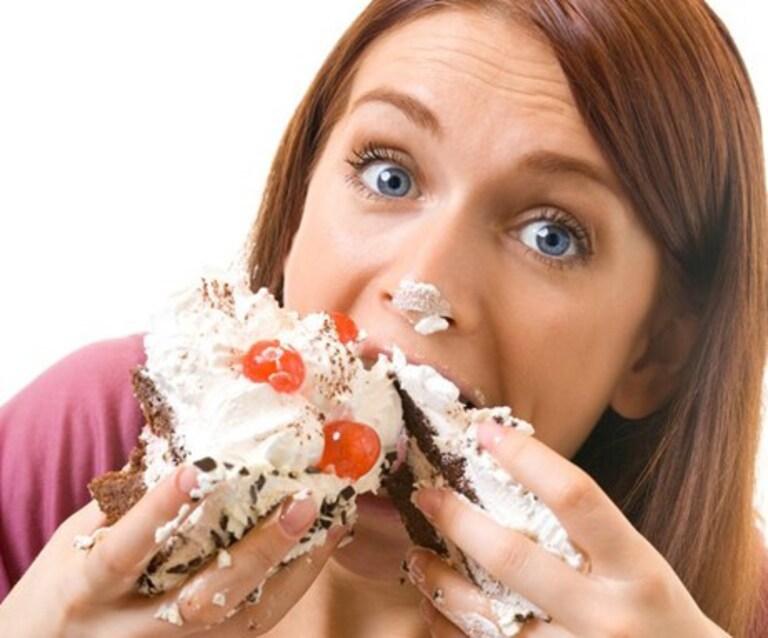 Thói quen ăn uống và sinh hoạt của bà bầu là một trong những yếu tố trực tiếp gây đau răng.