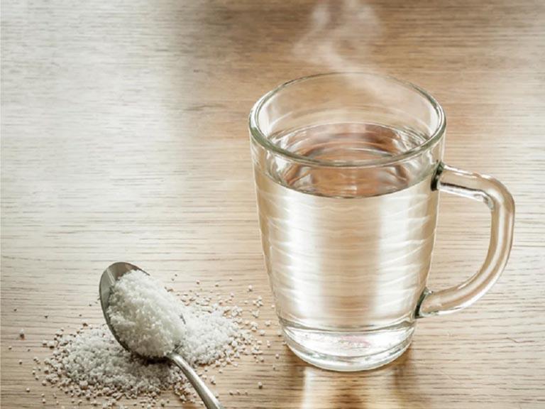 Chữa mề đay bằng nước muối