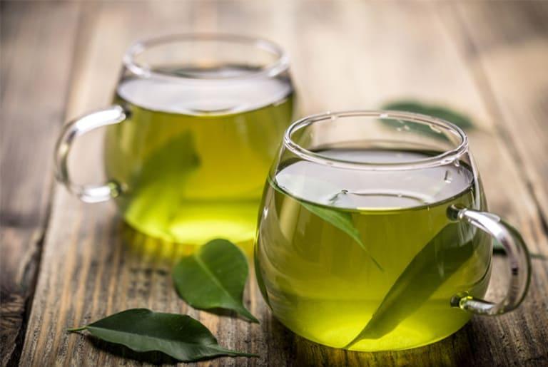 Nước trà xanh chữa ê buốt răng và giúp hơi thở thơm mát.
