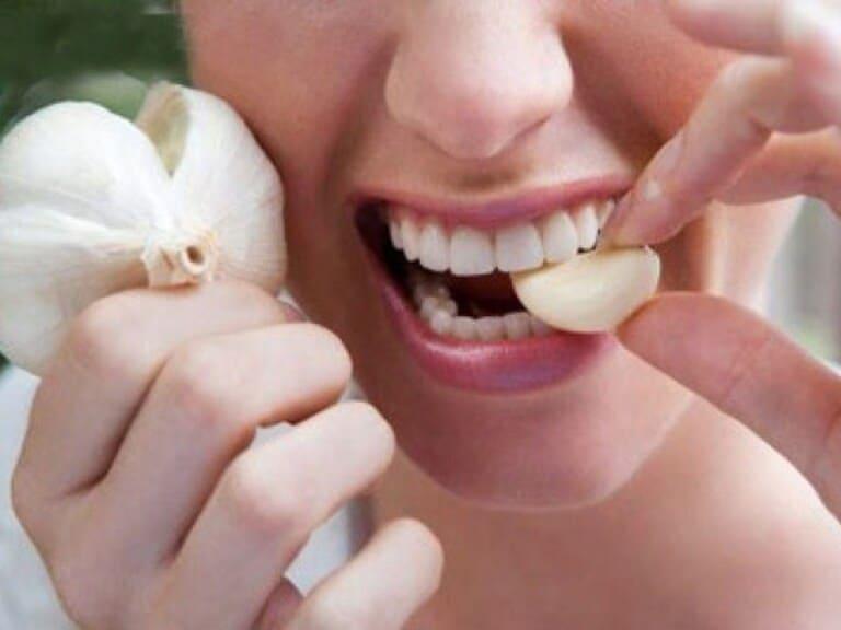 răng bị ê buốt khi uống nước phải làm sao