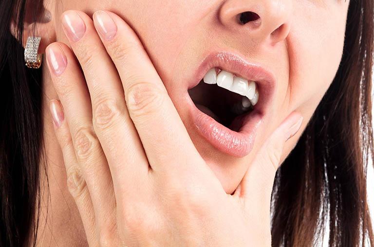 Răng ê buốt sau khi ăn đồ chua và các biện pháp xử lý