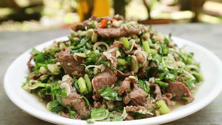 Thịt bò xào rau ngổ là món ăn bổ dưỡng giúp cung cấp các dưỡng chất cần thiết cho da