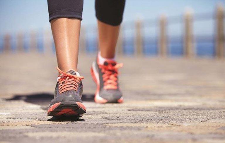 Tập luyện thể dục thể thao vừa sức để cải thiện tình trạng của mình
