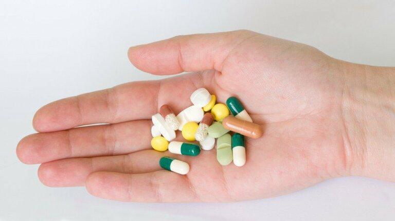 Thuốc tân dược được dùng trong những trường hợp lợi bị viêm ở mức độ nặng. Trong đó, thuốc kháng sinh là loại không thể thiếu.