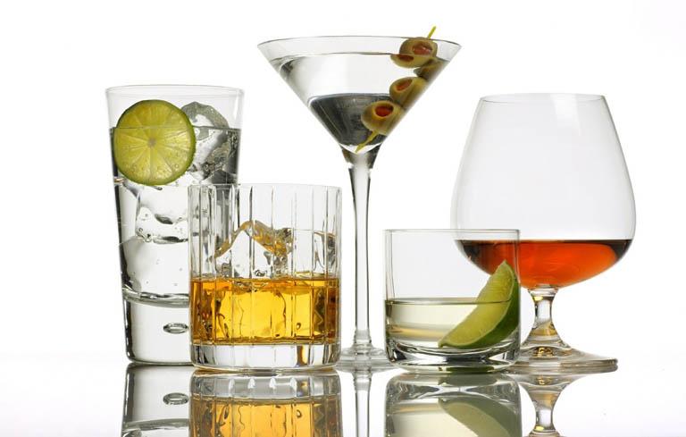 Tránh xa đồ uống có cồn để bảo vệ sức khỏe phụ khoa