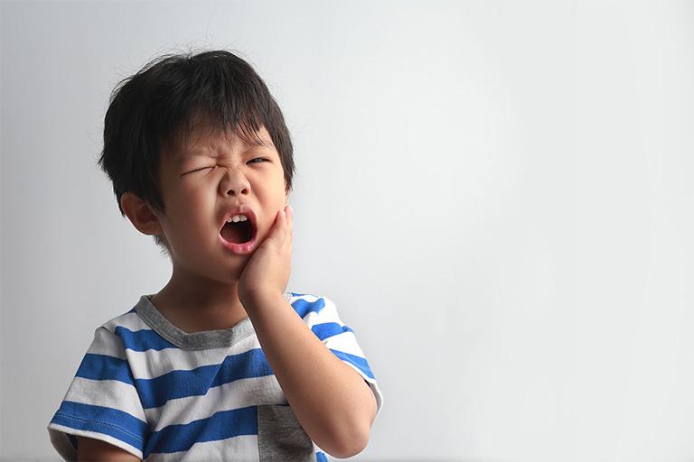 Bệnh nhiệt miệng luôn mang lại nhiều cơn đau nhức khó chịu ở trẻ nhỏ khi nhai thức ăn