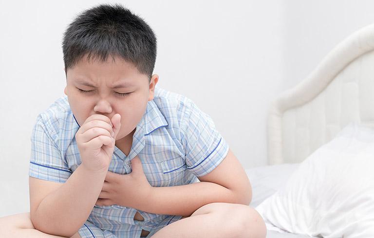 Ho là dấu hiệu viêm phổi điển hình ở trẻ em