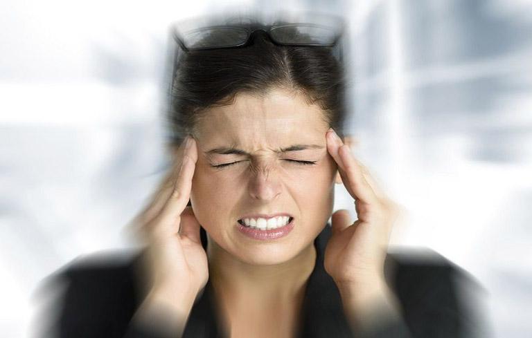 Triệu chứng rối loạn tiền đình rõ ràng nhất là tình trạng hoa mắt, chóng mặt