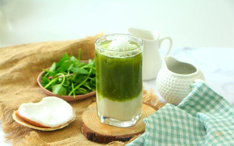 Nước uống từ lá rau má vừa thơm ngon vừa thanh nhiệt và điều trị mụn.