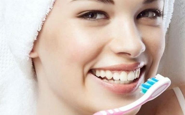 Giữ gìn vệ sinh răng miệng sạch sẽ giúp ngăn ngừa tình trạng sâu răng tiến triển nặng