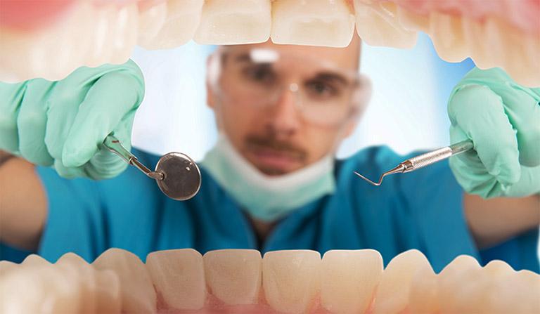 Bạn cần nhanh chóng tìm gặp bác sĩ nếu bệnh viêm chân răng có mủ có những chuyển biến tiêu cực