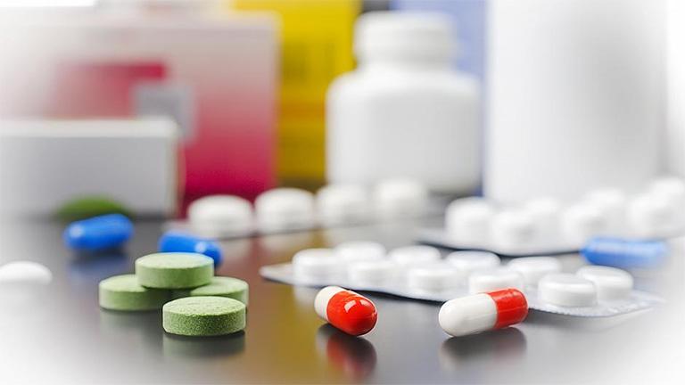 Dùng thuốc kháng sinh điều trị viêm chân răng có mủ