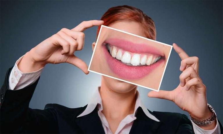 Luôn giữ chăm sóc và giữ gìn vệ sinh răng miệng được sạch sẽ để phòng ngừa bệnh viêm chân răng có mủ