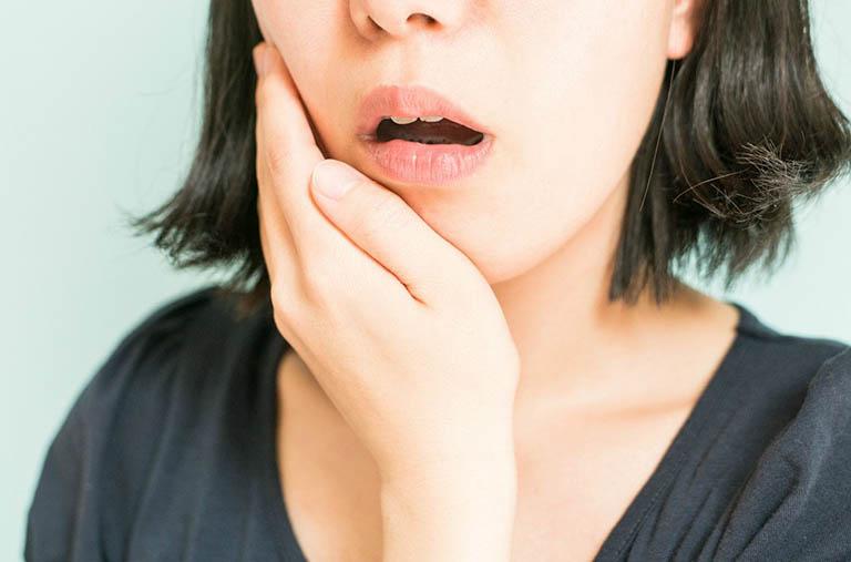 Dấu hiệu nhận biết viêm lợi trùm
