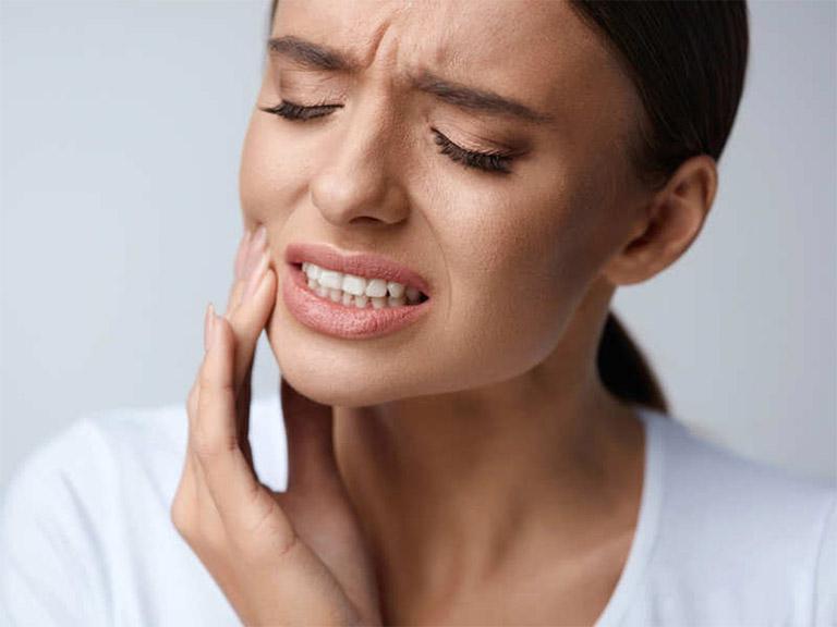 Viêm nướu răng luôn gây ra những cơn đau nhức khó chịu, đặc biệt là khi nhai, nghiền nát thức ăn