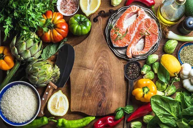 Tăng cường bổ sung cho cơ thể nhiều thực phẩm giàu dinh dưỡng, đặc biệt là những thực phẩm tăng cường sinh lý nam giới