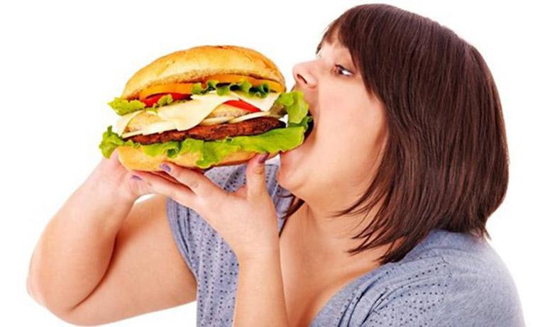 Thói quen ăn uống dùng quá nhiều chất béo là một trong nguyên nhân gây ra bệnh gan nhiễm mỡ