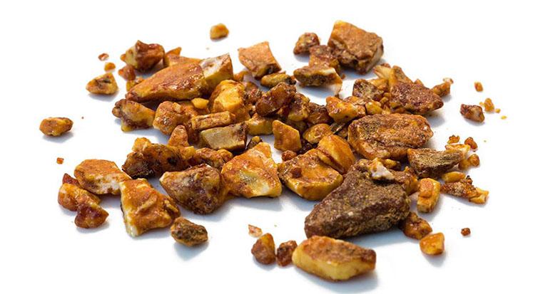 An tức hương còn được gợi là Cánh kiến trắng, Tịch tà, Mệnh môn lục sự - Là phần nhựa cứng của cây bồ đề