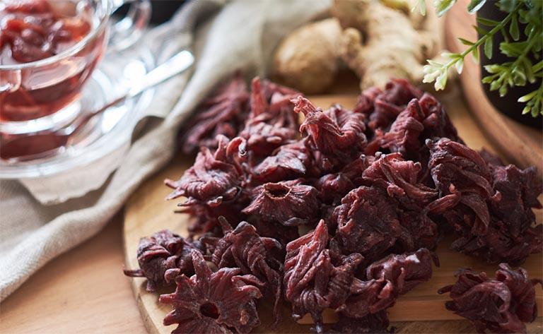 Ngoài công dụng làm thuốc, hoa atiso còn được sử dụng để làm mứt với vị chua nhẹ
