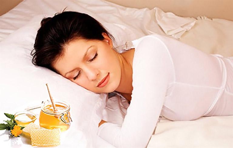 Mẹo dân gian sử dụng mật ong chữa mất ngủ