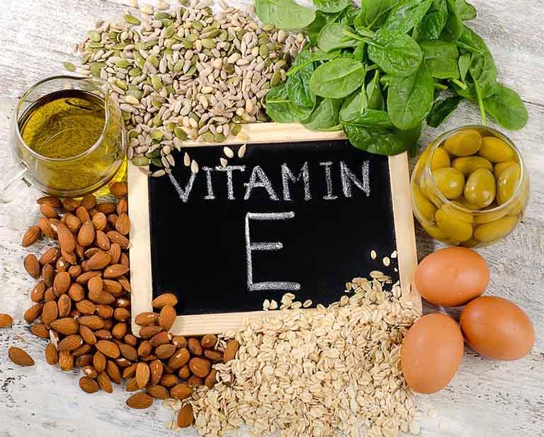 Vitamin E tự nhiên là sản phẩm chiết xuất từ các nguyên liệu có sẵn trong tự nhiên như dầu thực vật hay dầu từ một số loại hạt