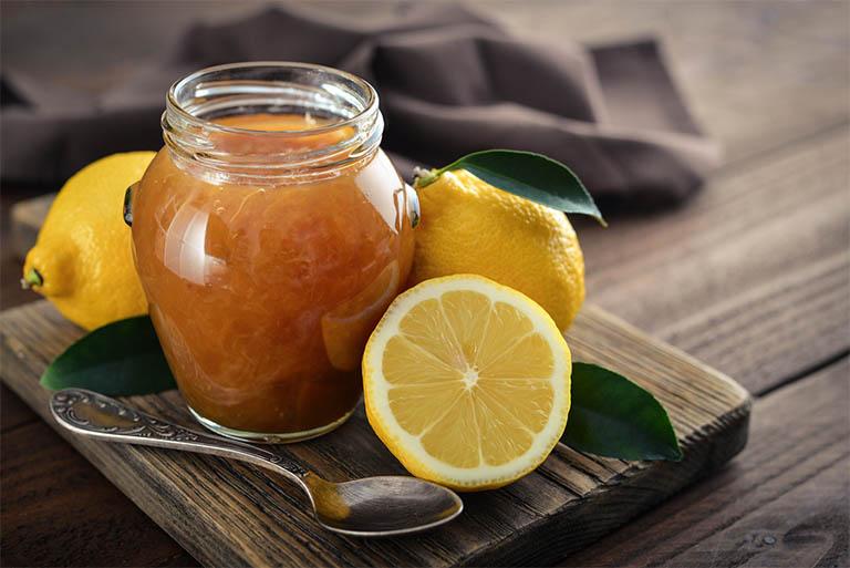 Kết hợp vitamin E cùng với mật ong nguyên chất và chanh tươi để cải thiện tình trạng nám da