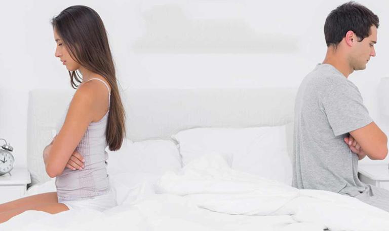 Giảm ham muốn tình dục là một trong những dấu hiệu tiêu biểu ở nam giới yếu sinh lý