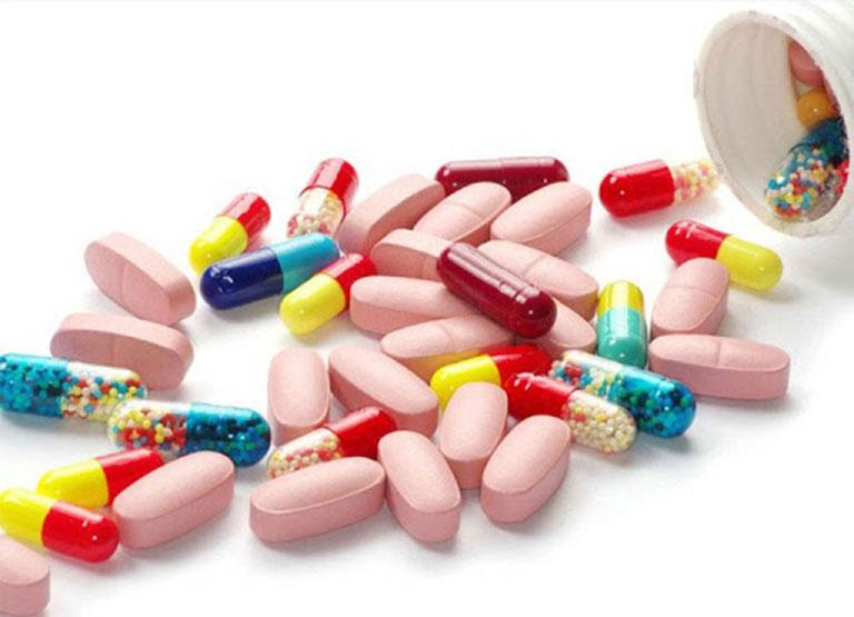 Tây y chữa bệnh chủ yếu bằng kháng viêm, giảm đau