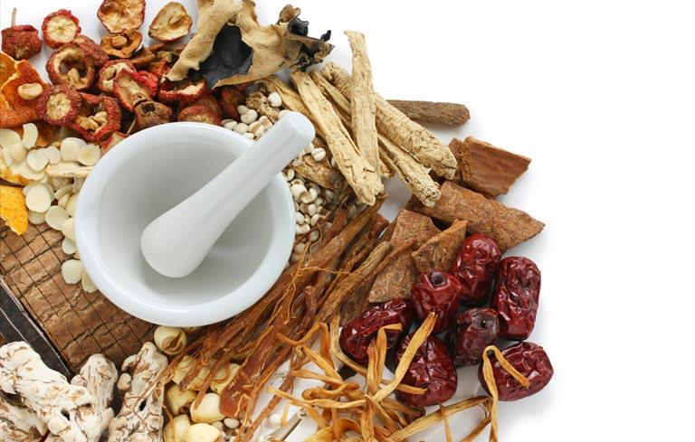 Điều trị viêm phụ khoa bằng Đông y mang lại nhiều ưu điểm cho sức khỏe người bệnh