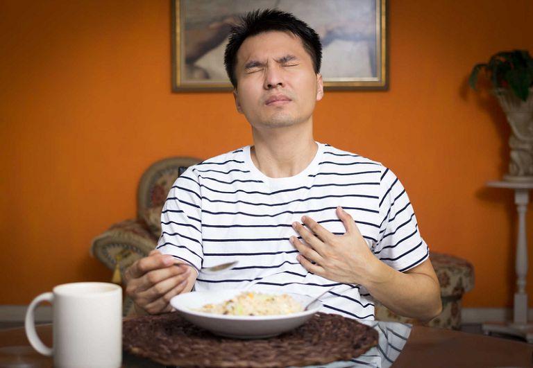 Khó nuốt là triệu chứng của trào ngược dạ dày