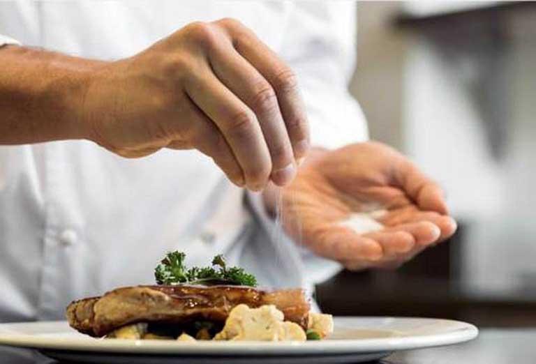 Muối và các món mặn còn ảnh hưởng đến các chức năng của gan, thận