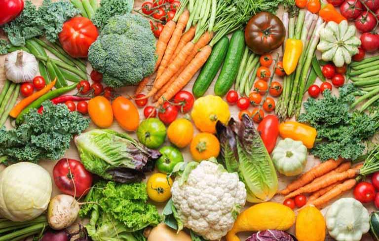 Người bị rối loạn tiền đình nên ăn nhiều rau xanh, trái cây và các thực phẩm giàu axit folic
