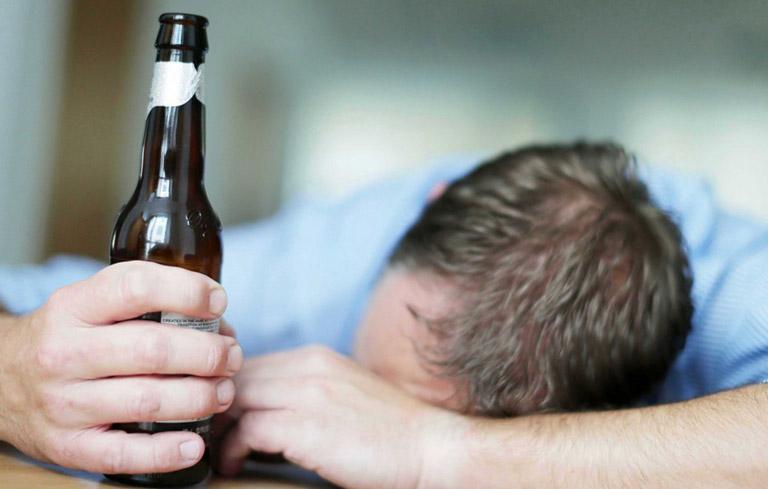 Rượu bia là nguyên nhân gây ra rối loạn tiền đình ở nam giới
