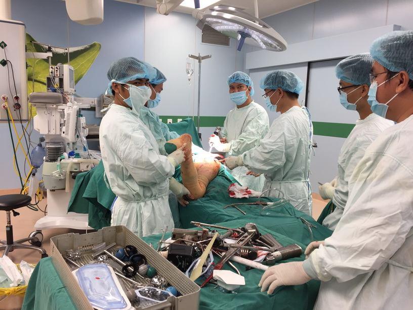 Phẫu thuật thay khớp háng