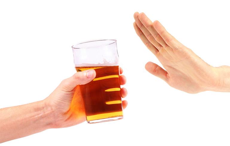 Không nên sử dụng rượu bia khi đang dùng thuốc chữa bệnh tiền đình
