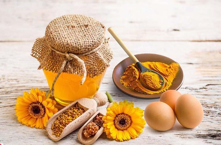 Cách kết hợp mật ong và củ nghệ điều trị nhiệt miệng sưng lợi ở trẻ