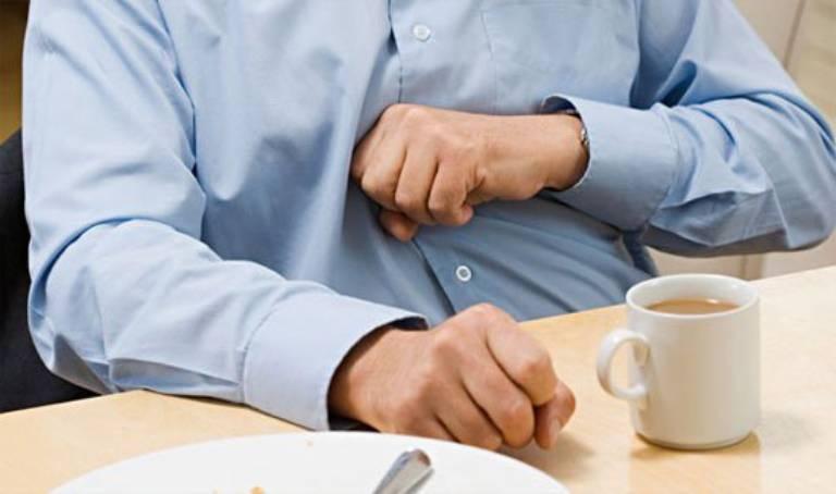 Đau bụng, khó chịu là triệu chứng của đại tràng đầy hơi